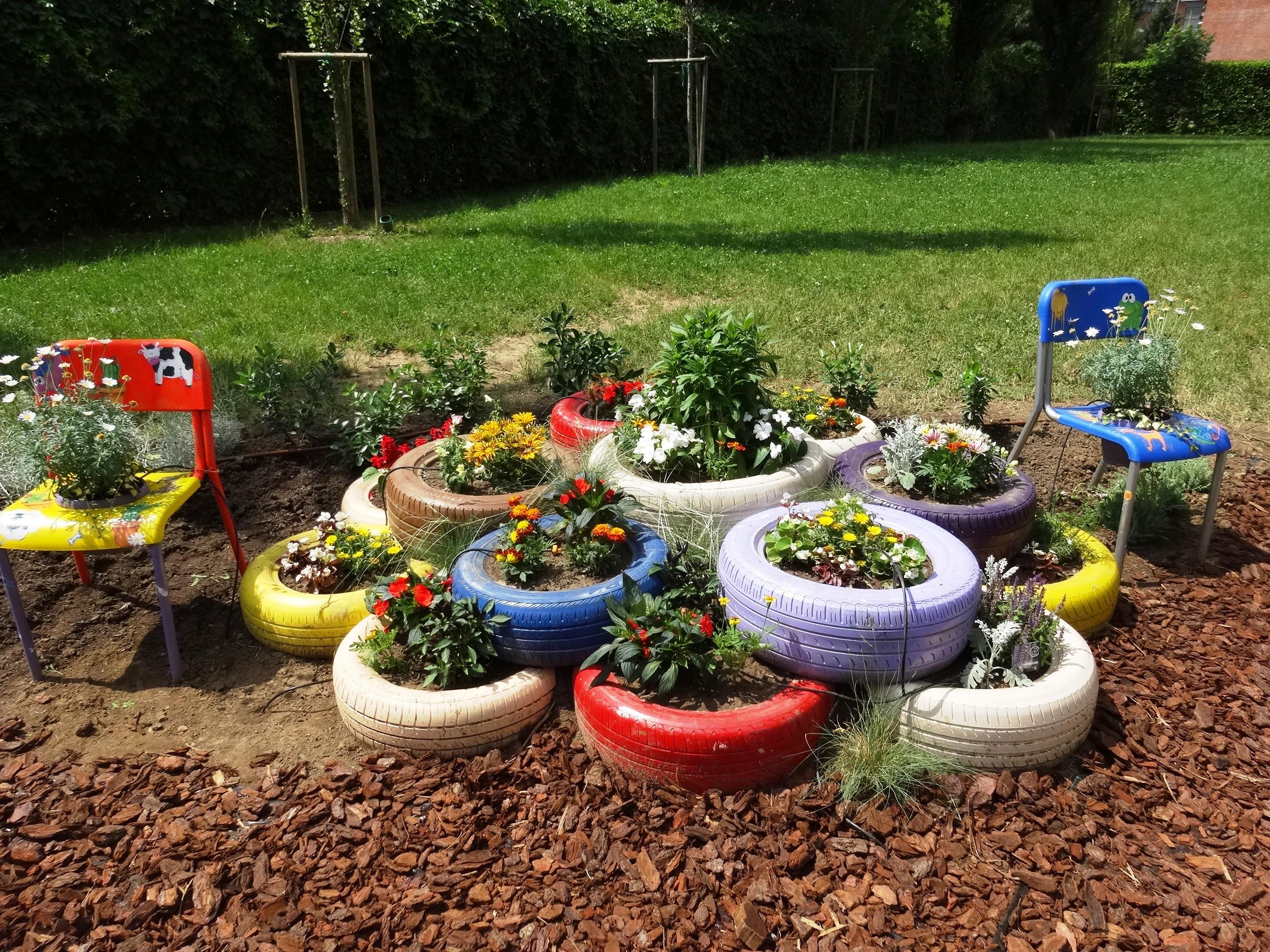 E nato un giardino fiorito all 39 elementare di via val for Giardino fiorito
