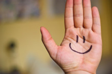 sorridere-mano-pj-magazine
