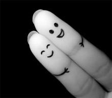 abbraccio-dita1